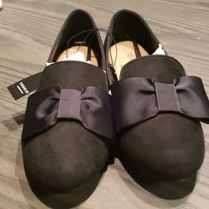 Torrid Black Bow Loafers Size 8